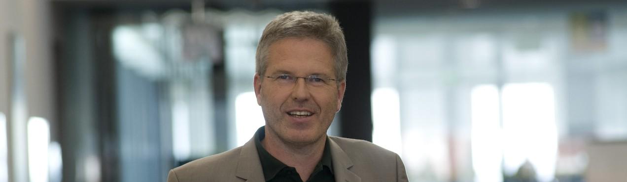 Dr. Peter Csar